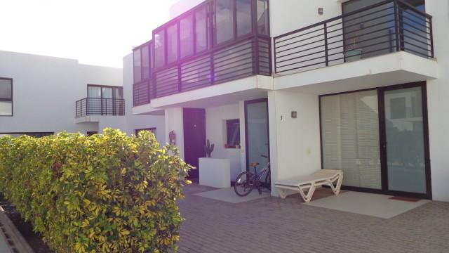 Moderno duplex en Costa Teguise