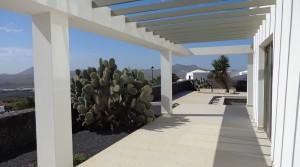 terraza bbq hacia piscina