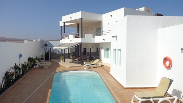 Villa unifamiliar con piscina climatizada
