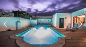 a piscina noche