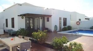 a piscina y terraza y fachada-001