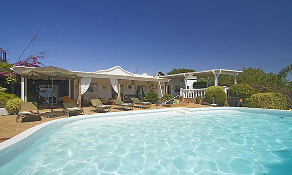 Villa mit Pool in Pto