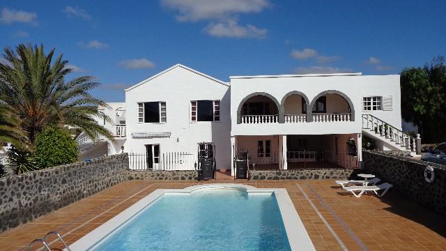 Gran villa con piscina